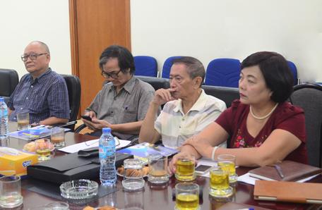 GS.TS.KTS Hoàng Đạo Kính, KTS Đoàn Khắc Tình, PGS.TS.KTS Tôn Đại, TS.KTS Lê Bích Thuận (từ phải qua trái) tham dự buổi tọa đàm