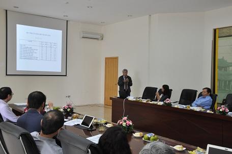 TS Nguyễn Văn Muôn (ĐH Kiến trúc Hà Nội) trình bày các tiêu chí lựa chọn kính cho công trình