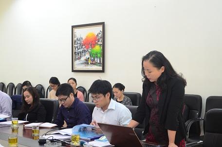 Đại diện nhóm nghiên cứu trình bày thuyết minh dự án