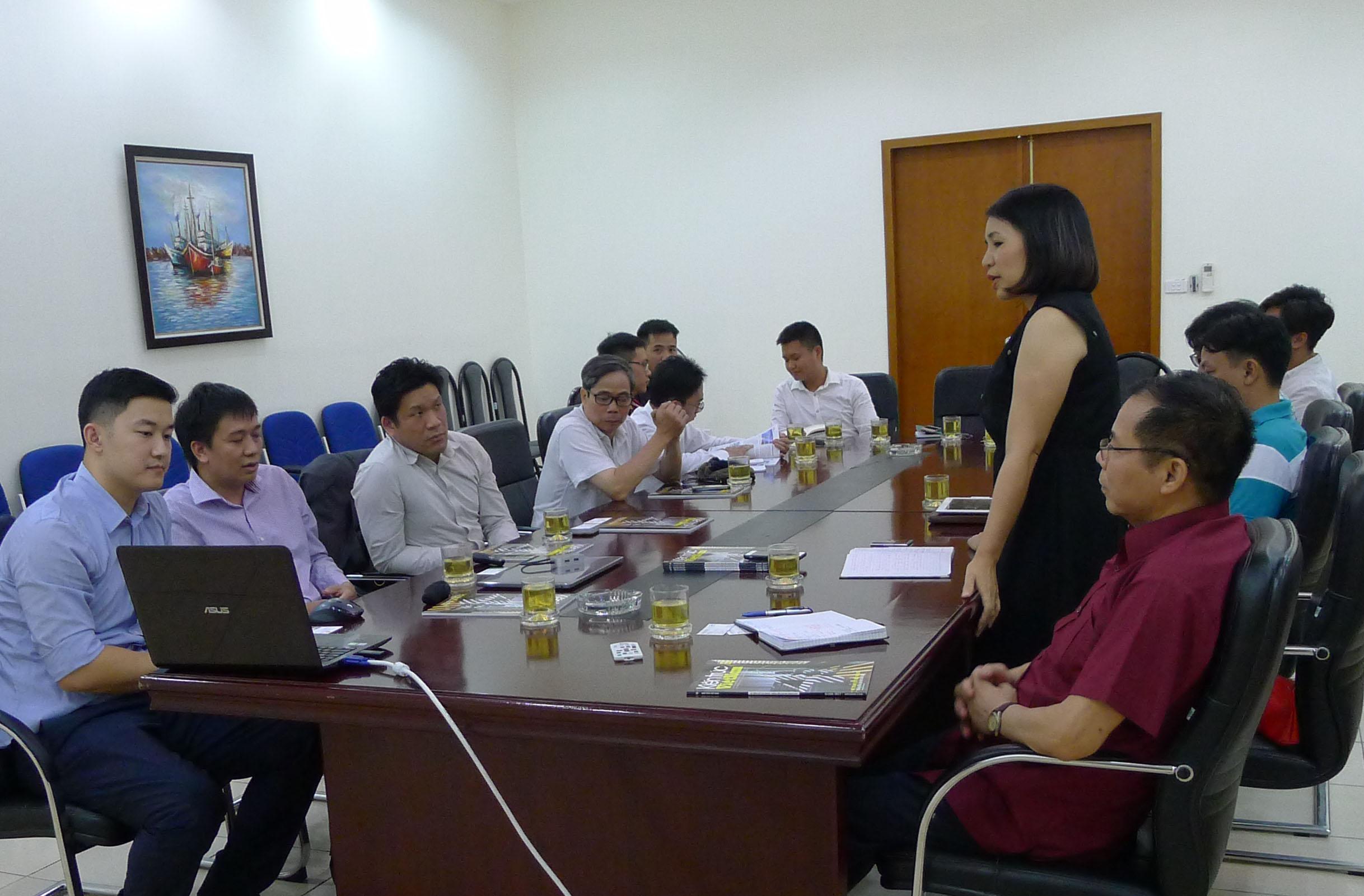 Bà Phạm Thanh Huyền, TBT Tạp chí Kiến trúc Việt Nam phát biểu tại buổi làm việc với Vircon Ltd (Hong Kong )