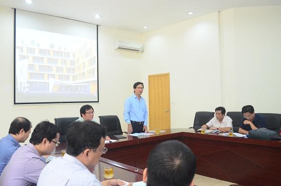 Thứ trưởng Bộ Xây dựng Nguyễn Đình Toàn chỉ đạo tại buổi làm việc