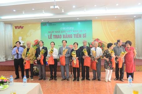 Viện KTQG chào mừng ngày Nhà giáo Việt Nam và Lễ trao bằng tiến sĩ