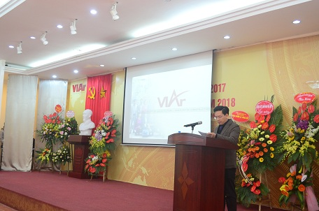 Phó Viện trưởng Vũ Đình Thành báo cáo Tổng kết năm 2017 và phương hướng nhiệm vụ 2018