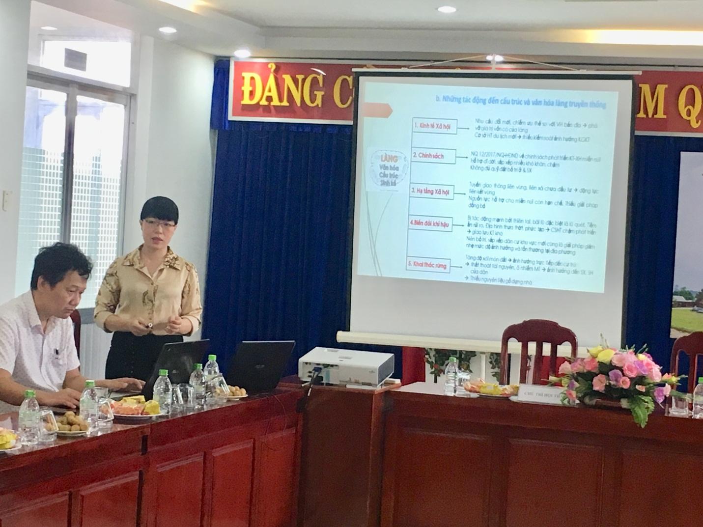 TS Tạ Hoàng Vân phát biểu tại Hội thảo TS Tạ Hoàng Vân phát biểu tại Hội thảo