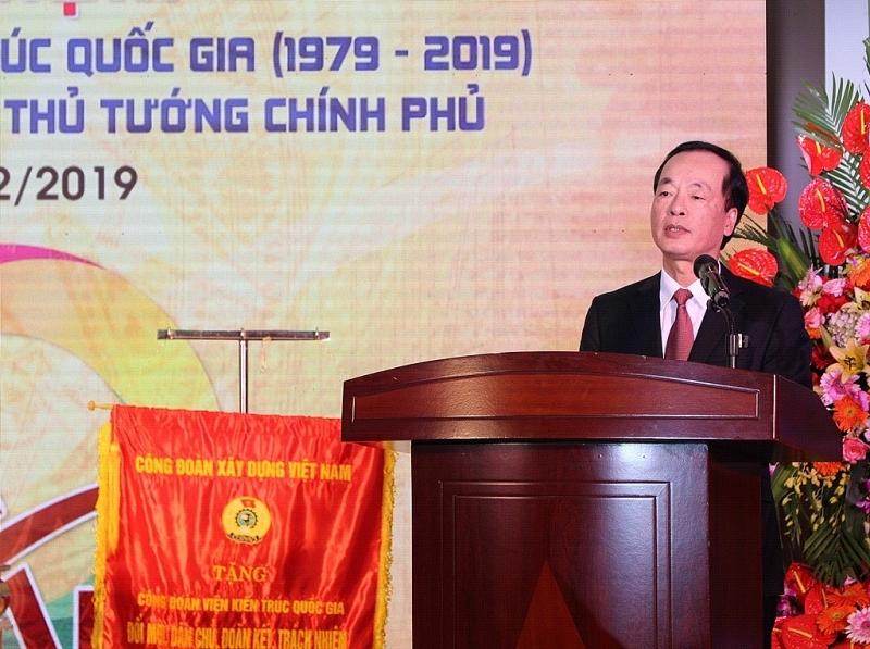 Bộ trưởng Bộ Xây dựng Phạm Hồng Hà biểu dương những thành tích mà Viện Kiến trúc Quốc gia đạt được, góp phần quan trọng vào sự nghiệp phát triển của đất nước, của ngành Xây dựng.