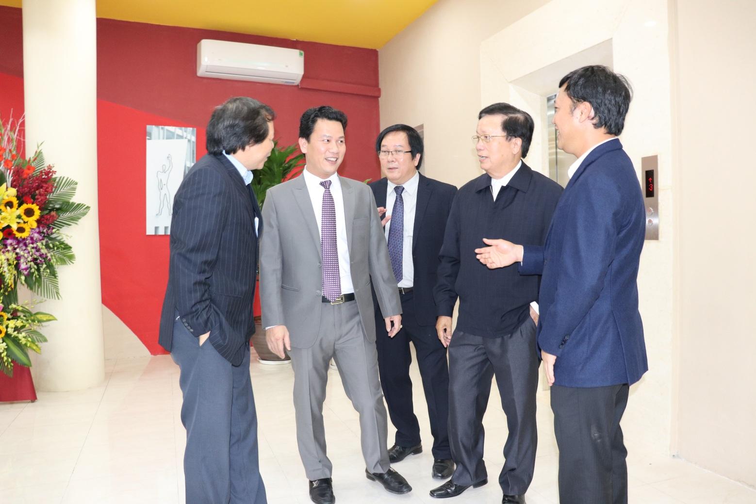Nguyên Bộ trưởng Nguyễn Hồng Quân tới dự và chúc mừng Viện Kiến trúc Quốc gia.