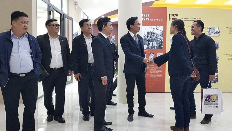 Thứ trưởng Nguyễn Đình Toàn tham quan Viện Kiến trúc Quốc gia.