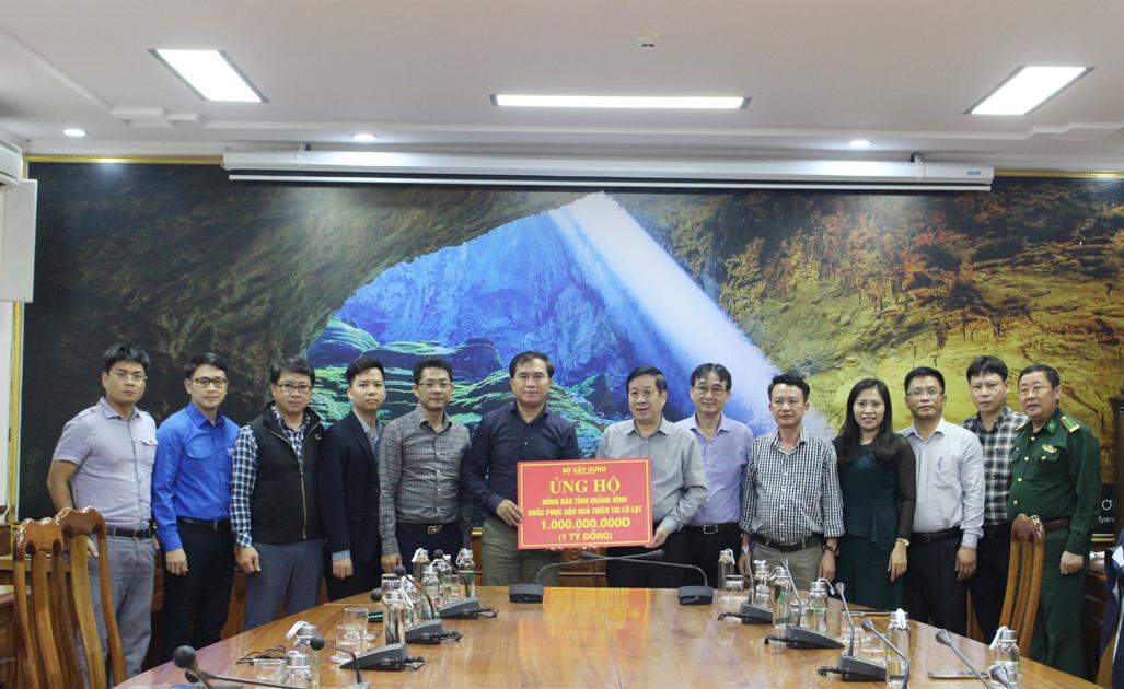 Đoàn công tác Bộ Xây dựng khảo sát các điểm sạt trượt, ngập úng tại Quảng Bình